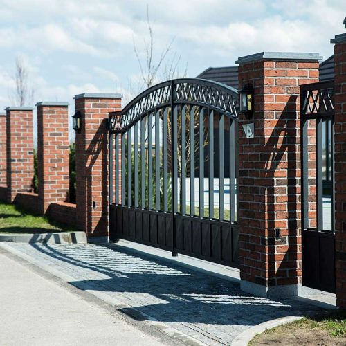 modernus vartai is metalo