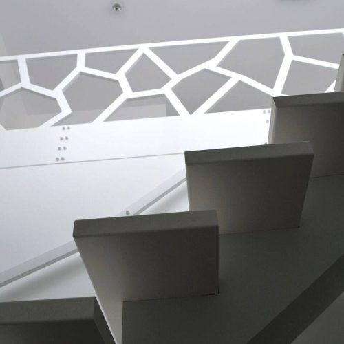 modernus-metaliniai-laiptu-tureklai
